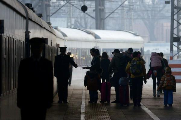 中國積極籌建「社會信用系統」,發改會近日指出,嚴重違法或失信者,將被禁搭火車以及任何民用航空器。圖為示意圖。(法新社)