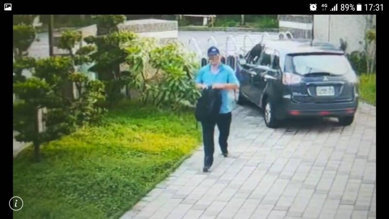 陳男趁公司不注意又回到公司將車上文件等物品帶走。(記者蔡彰盛翻攝)