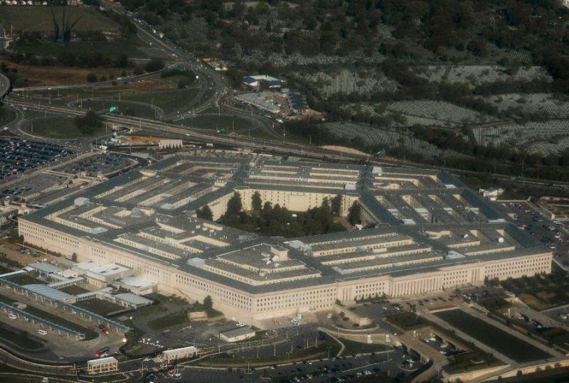 近年由於有官兵多次目擊不明飛行物體(UFO),美國海軍正制定回報的標準作業程序(SOP),讓飛行員目擊幽浮時能有管道上報,軍方也能展開調查。圖為美國國防部五角大廈。(法新社資料照)
