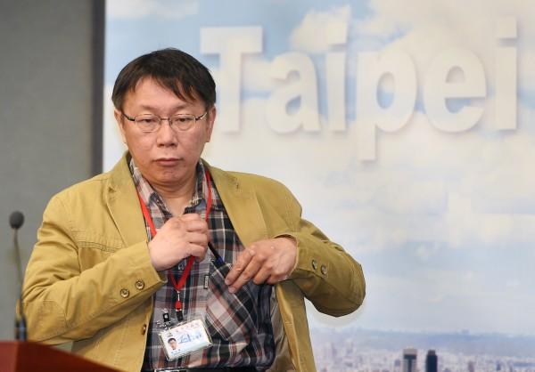 台北市長柯文哲今日在市府首次主持市政會議後出席記者會,回應有關違建與十二年國教問題。(記者廖振輝攝)