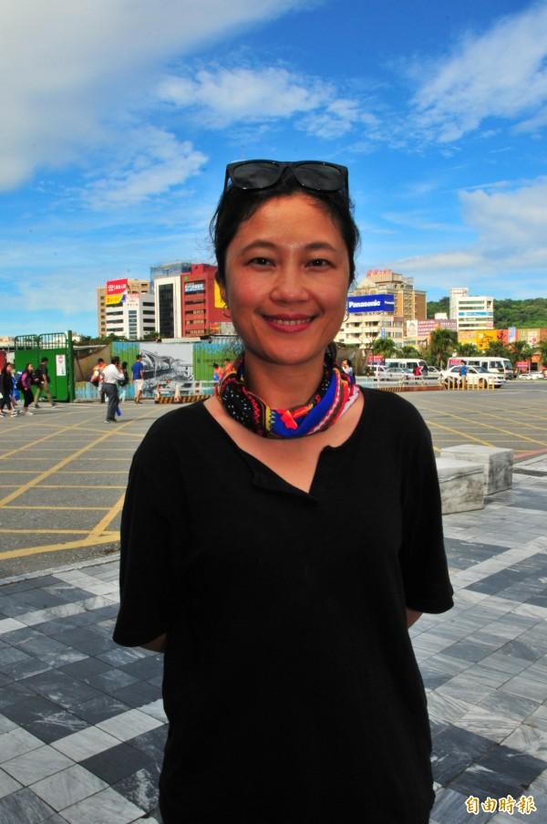 谷辣斯.尤達卡今天回到花蓮老家拜訪多個部落,族人聽到她將擔任發言人都與有榮焉。(記者花孟璟攝)