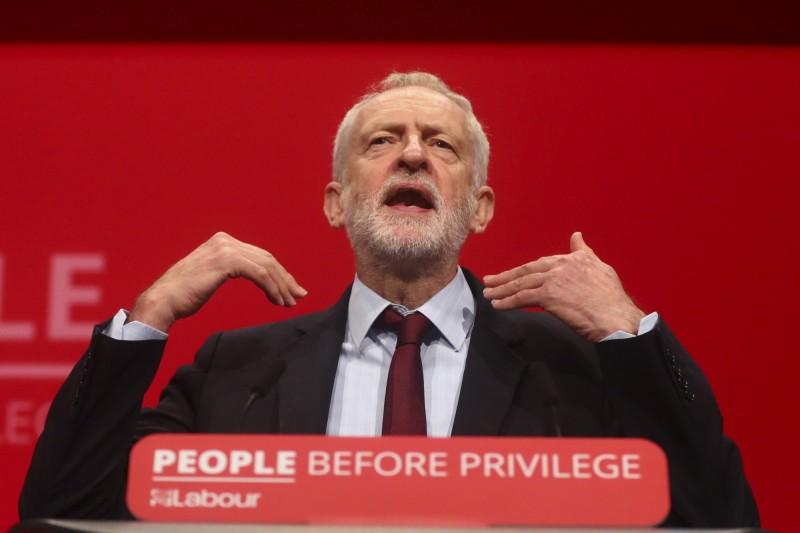 反對黨工黨黨魁柯賓(見圖)表示,「我籲請強森『知所進退』」。(彭博)