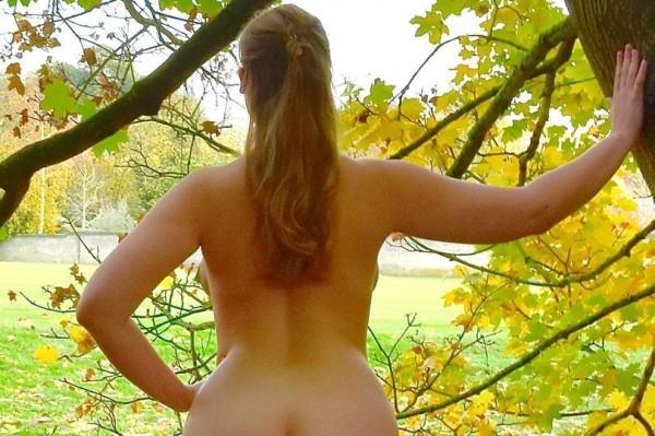 英國劍橋大學舉行一年一度的「美臀大賽(best bum)」,由法律系女孩「Vita」囊括近4分之1票數勇奪冠軍。(圖取自《鏡報》)