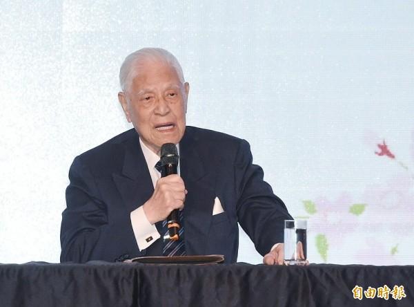 前总统李登辉接受日本媒体专访时说,中国并吞台湾的手段不仅是武力,还从经济、科学技术和学术交流等层面,采取「切香肠战术」进行,但台湾政府和人民对此危机感太薄弱。(资料照)