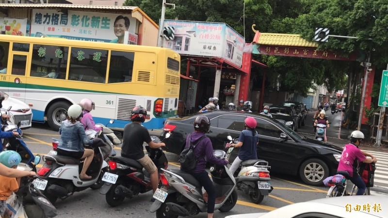 交通部公布台灣機車騎士社經背景調查。(資料照)