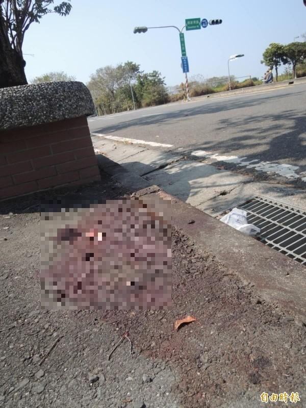 橋頭運將槍擊案現場血跡斑斑。(資料照)