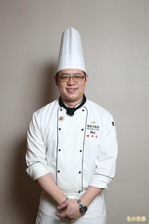 鍾易庭擁有近20年餐飲資歷,此次推出以台灣在地食材融合麻油的美味,教大家製作簡單的溫補料理。(記者沈昱嘉攝)