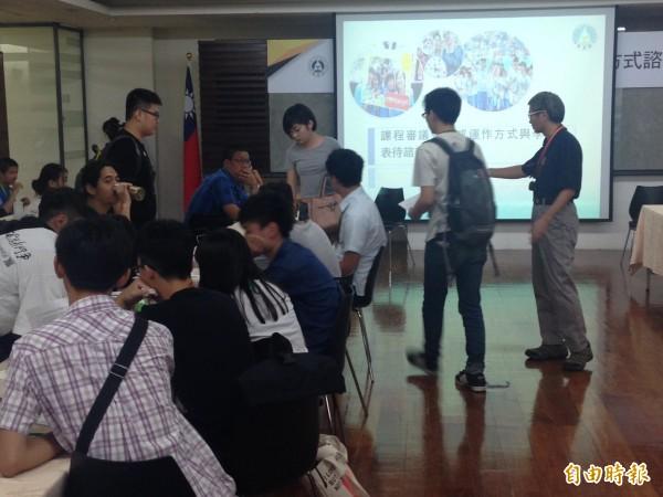 教育部首度和關心課綱的學生,在教育部內面對面座談,今天下午2:30開始,會議也會在網路上全程直播。(記者林曉雲攝)
