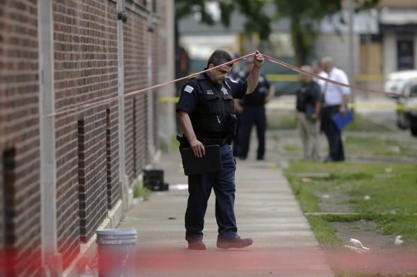 美國芝加哥週日(5日)發生多起槍擊案,14小時內就有44人中彈5人死亡。(法新社)