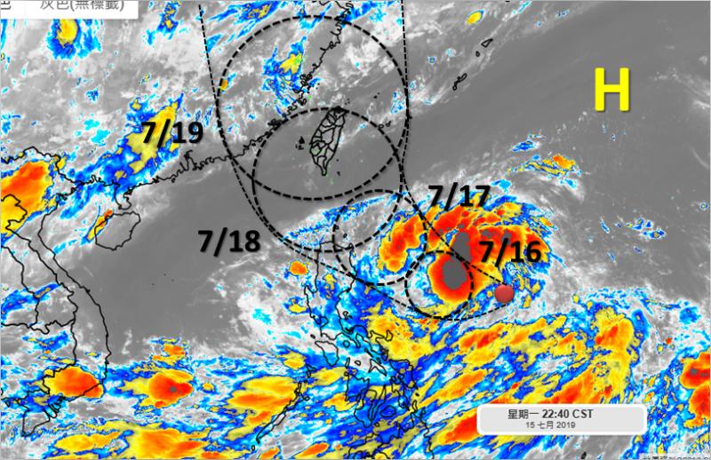 氣象局表示,目前位於菲律賓東方海面的熱帶性低氣壓,最快在今(16)日會增強為今年第5號颱風丹娜絲(Danas),最快在今晚到週三間會發布海上颱風警報。(圖擷自天氣職人-吳聖宇臉書)