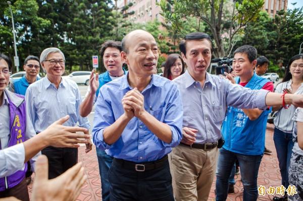 國民黨高雄市長參選人韓國瑜(中)。(資料照)