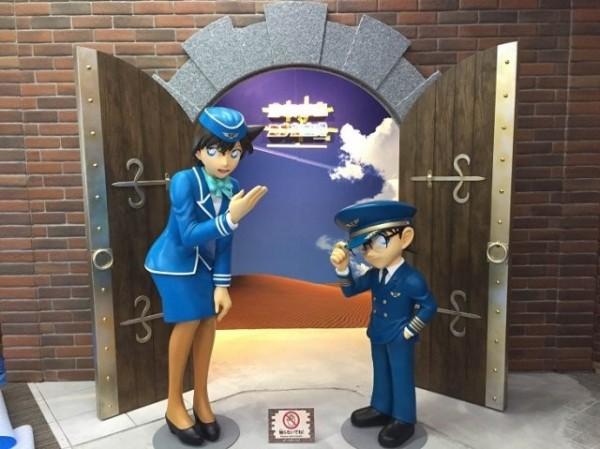 柯南機場內有等身比例的角色人物模型。(圖擷取自Natalie)