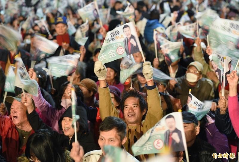 民進黨立委候選人舉行選前之夜造勢,湧入超過1萬名支持者。(記者廖振輝攝)