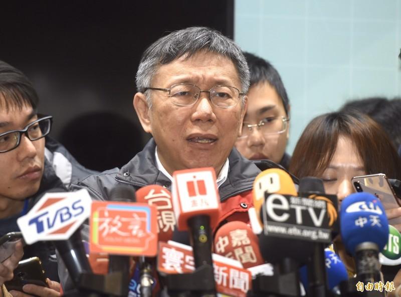 國民總統候選人韓國瑜昨指他與台北市長柯文哲、民進黨副總統候選人賴清德是網路被霸凌三兄弟,對此,柯文哲今早受訪說,他比較無辜的是沒有要選總統也被打,韓、賴要選則是預期的風險。(記者簡榮豐攝)