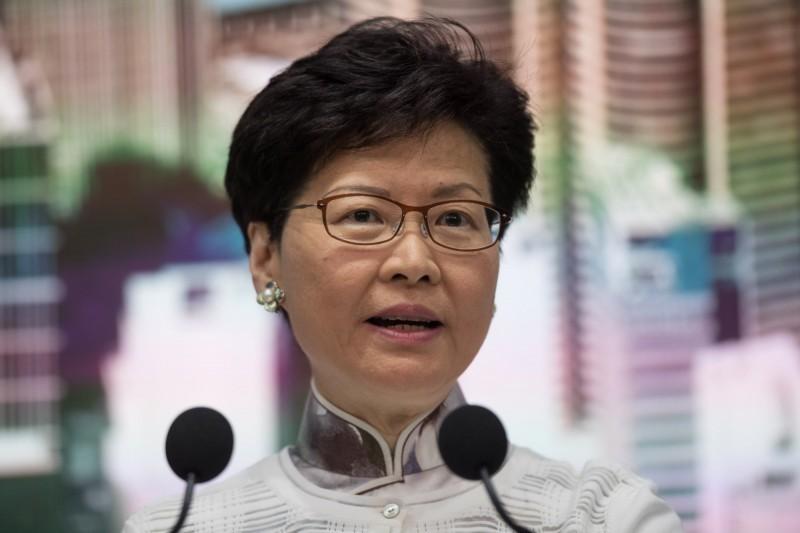 香港特首林鄭月娥15日下午3時許召開記者會,宣布暫緩修訂《逃犯條例》。(歐新社)