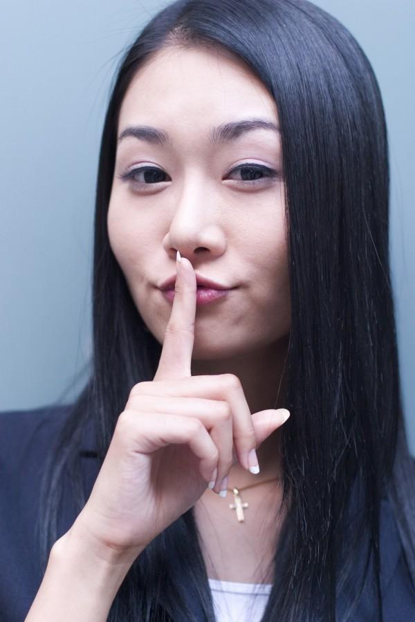 研究發現,食指比無名指長的女性較容易吸引到男性,在感情中也較容易偷吃。畫面中人物與新聞無關。(情境照)
