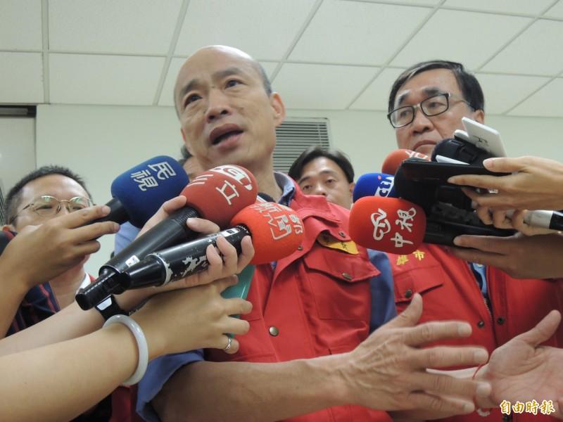 韓國瑜表示,市長任內講過很多次,「我沒有喝醉過一次酒」,來高雄一年半,「我沒有去過,我根本不知道葉長什麼樣子」,強調他的生活非常單純,不曉得為何楊秋興要提出此不實指控。(記者王榮祥攝)