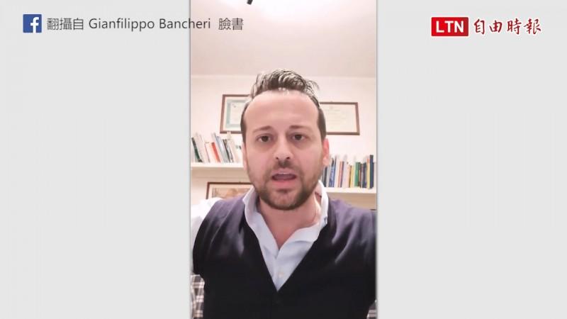 看到市民到處趴趴走,義大利德利亞市市長自行拍攝影片呼籲待在家裡。(翻攝自Gianfilippo Bancheri臉書)