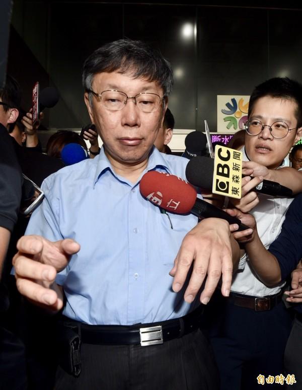 民進黨將自提台北市長參選人,台北市長柯文哲未來會不會有空間,在國、民兩黨間操作棄保拚連任,民進黨議員有不同看法。(記者羅沛德攝)