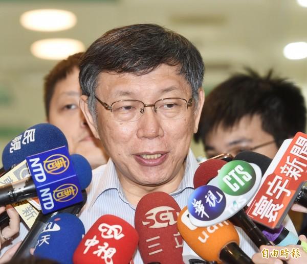 台北市長柯文哲擬將台北市政府5萬人次兼職工作釋出,優先給退休公教人員,被質疑選舉考量搶公教選票。(資料照)