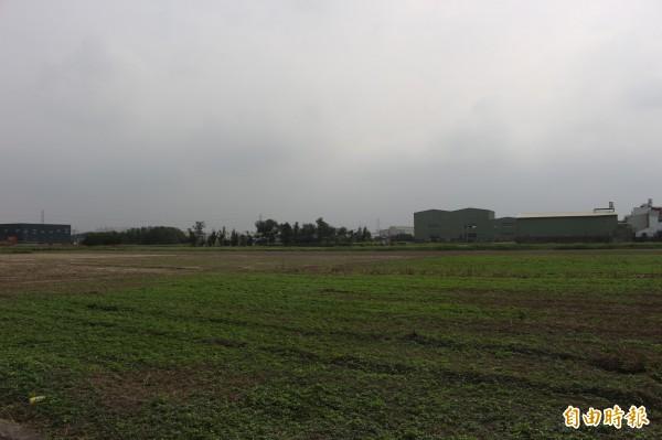 去年520後的農地違建工廠將優先拆除,執行細節向行政院報告,農委會將以農業發展基金支應地方縣市政府拆除經費。(資料照,記者張聰秋攝)