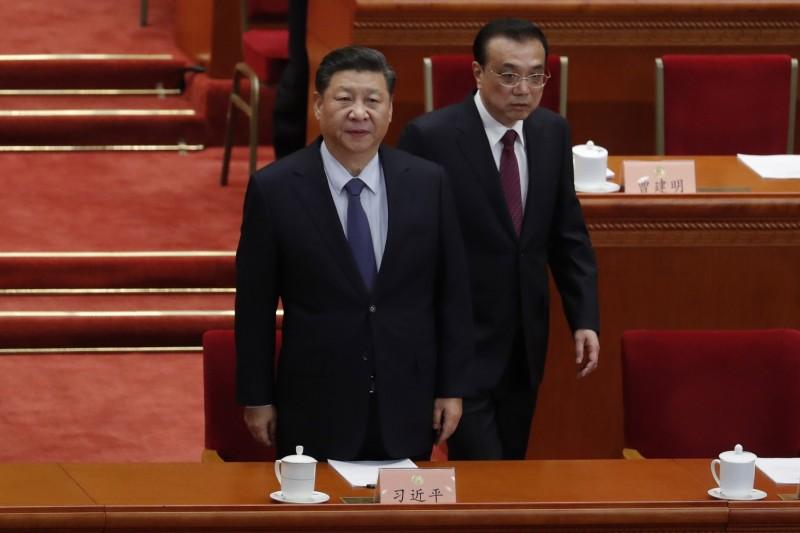 中國兩會昨天閉幕,外媒觀察氣氛沈悶、詭異、肅殺。圖為中國國家主席習近平(左)及國務總理李克強(右)。(歐新社)