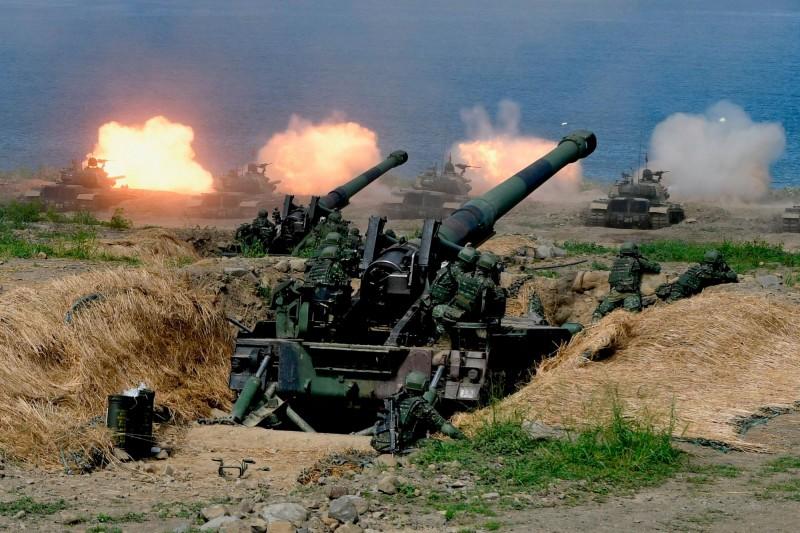 軍事專家表示,中國侵台將是「解放軍最艱難與最血腥的任務」。圖為我軍漢光演習「灘岸殲敵」的震撼畫面。(法新社)