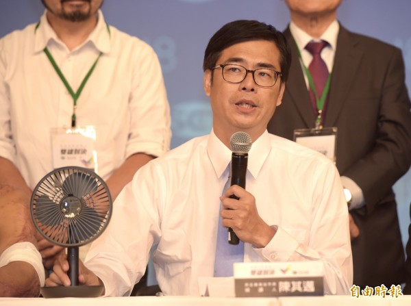 高雄市長選舉一對一電視辯論19日舉行,民進黨高雄市長候選人陳其邁出席會後記者會。(記者黃耀徵攝)