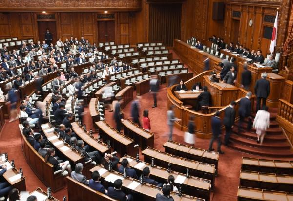 日本國會日前增訂「恐怖攻擊等預謀罪」,希望能透過預防犯罪,降低恐攻及增強2020東京奧運的安全性。(美聯社)