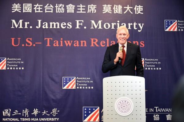 美國在台協會主席莫健。圖為莫健日前到清大演講,以中文說「愛台灣」,也談「台美關係」,風趣幽默,吸引學生來聽演講。(照片由清大提供)