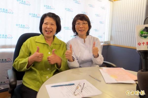 國民黨副總統候選人王如玄(右)接受台中廣播主持人文真專訪。(記者張菁雅攝)