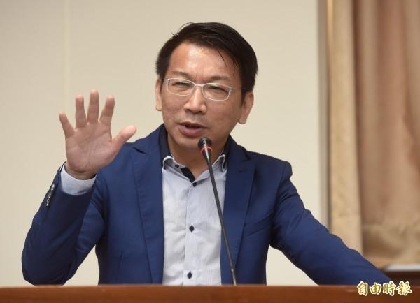 徐永明表明「願意隨時配合決策委員會的會議、並參與決策委員會互選黨主席之程序」。(資料照)