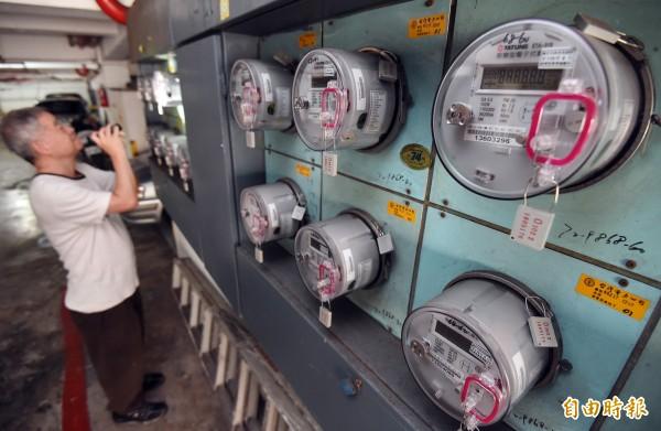 台電表示用電吃緊。(記者廖振輝攝)