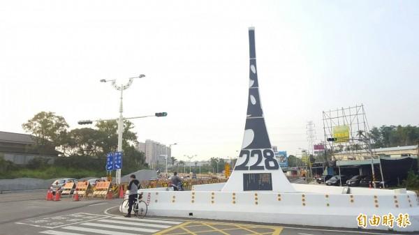 位在嘉義市的首座228紀念碑,隨著道路拓寬工程將進行搬遷,而目前民意首選地址就是嘉義車站。(資料照,記者丁偉杰攝)