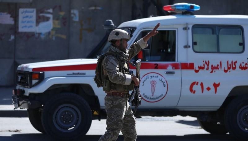 阿富汗昨(17)日發生2起爆炸案件,據悉,2起案件皆為塔利班自殺炸彈客所引起,導致至少48人死亡、數十人受傷,其中一起案件甚至在阿富汗總統甘尼(Ashraf Ghani)進行演講時發動。(歐新社)