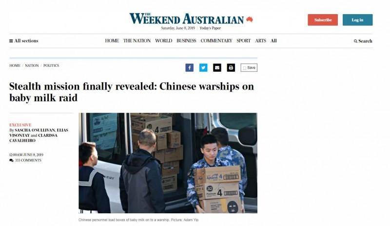 澳媒發布照片,中國軍方人員將數十箱的澳洲奶粉搬上船。(圖翻攝自澳洲人報)
