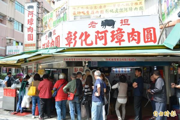 在地飄香共近40年的阿璋肉圓,不分平、假日,用餐時間顧客絡繹不絕。(記者湯世名攝)