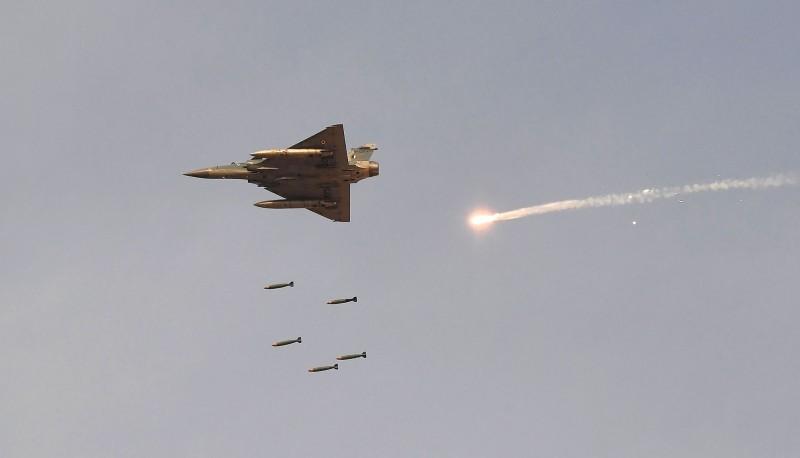 印度空軍1架軍機今墜毀在喀什米爾爭議地區,至少3死。印度幻象2000示意圖,非當事飛機。(法新社)