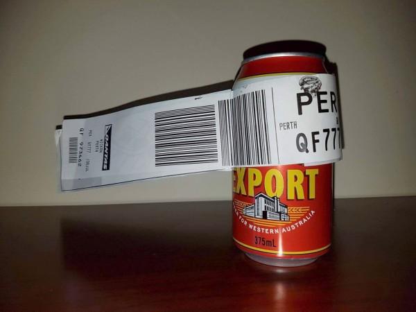 一名澳洲男子史丁森(Dean Stinson),日前搭機從墨爾本前往伯斯時,突發奇想,託運了一罐啤酒。(法新社)