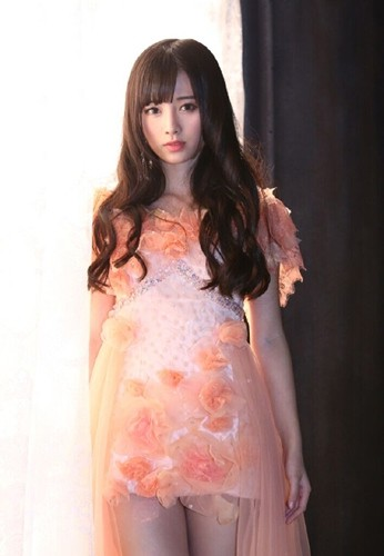 年僅20歲的鞠婧禕擁有一頭烏黑亮麗、閃閃動人的長髮,清新甜美的氣質,日媒甚至將她譽為「中國4000年來第一美女」。(圖擷取自網路)