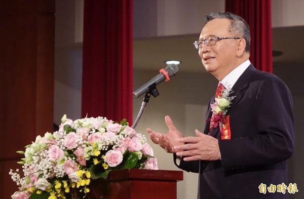 中華電信4日舉辦集團婚禮,在董事長鄭優的證婚下,共同見證72對新人步入婚姻殿堂、大方曬恩愛。(記者朱沛雄攝)