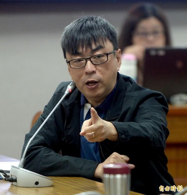 民進黨立法委員段宜康說,「我得賠100萬給這種人?XXX的XXX,鬼門開了該有報應吧!」(資料照)