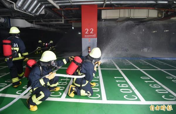 北市政府25日舉行北北基桃聯合防災演練,並在台北101大樓進行實兵演練。(記者方賓照攝)