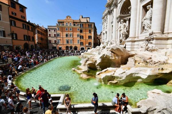 羅馬市政府與天主教會為了羅馬許願池內硬幣的歸屬起了紛爭。(法新社)