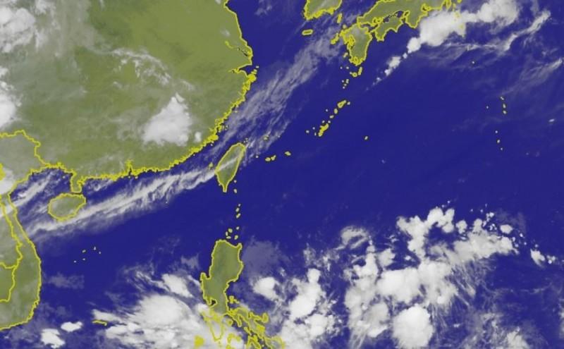 國際編號「98W」擾動目前在台灣東南方海面、菲律賓東方海面上持續發展。(圖擷取自中央氣象局)