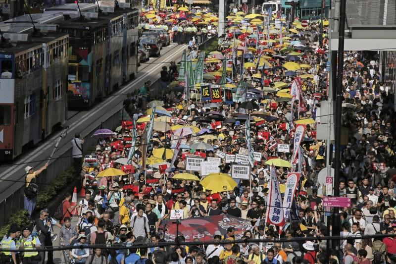 由香港民陣發起的「反逃犯條例」遊行,原定今日下午4時從銅鑼灣東角道出發,將遊行至香港立法會。(美聯社)