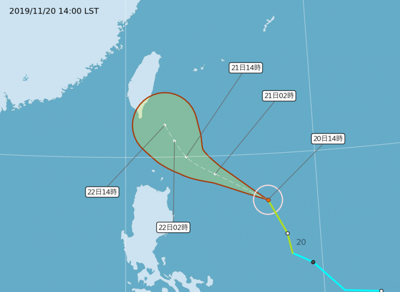 鳳凰颱風逐漸接近台灣,原預報將由東往西穿越巴士海峽,今天下午中央氣象局大幅東修颱風路徑,預估接下來將朝西北西接近台灣東南海域,再沿東部外海北轉,不排除明天上午發布海上颱風警報。(圖擷取自中央氣象局網站)