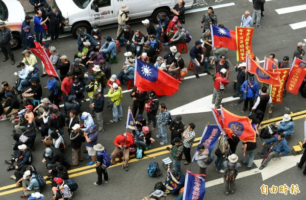 800壯士今赴立法院抗議年金改革。(記者方賓照攝)