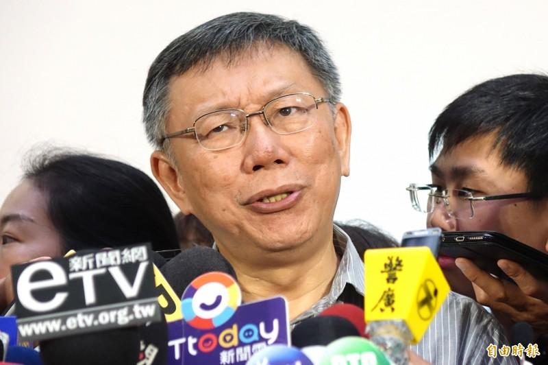 蔡總統的博士學歷遭質疑,台北市長柯文哲回應,「蔡英文乾脆就把論文公開就好了」。(記者塗建榮攝)