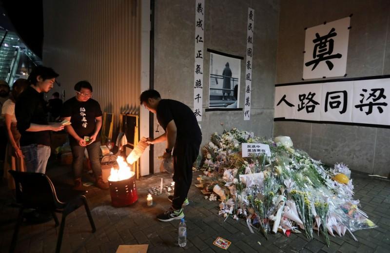 有香港�W友��共同�y�、整理反送中�_始自9月上旬108起香港的自��案件,要大家莫忘�@些失去的人。(路透)